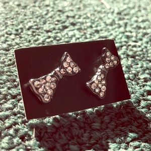 Cute bow earrings